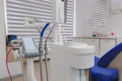 牙医` s办公室和特别设备的内部 库存照片