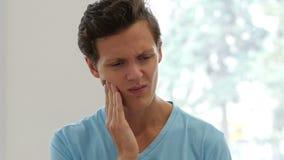 牙痛,人在痛苦中 影视素材