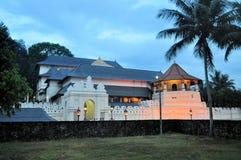 牙的佛教寺庙,康提,斯里兰卡 免版税库存图片