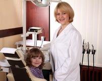 牙科医生女孩一点 免版税图库摄影