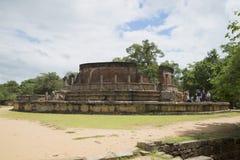 牙遗物Vatadage的大阳台的看法 Polonnaruwa,斯里兰卡 免版税库存图片