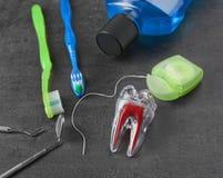 牙齿仪器和集合牙清洗的 库存图片