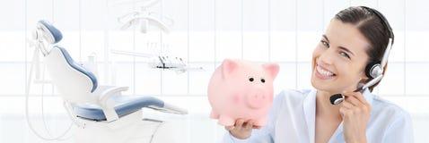 牙齿保护储款和与我们联系概念,美丽的微笑的wo 免版税图库摄影
