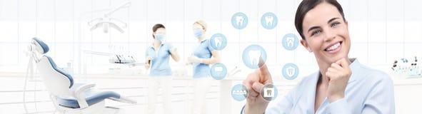 牙齿保护概念,牙医诊所的b美丽的微笑的妇女 向量例证
