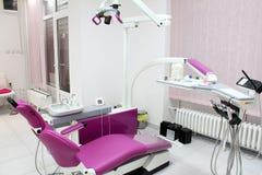 牙齿办公室用设备 免版税库存照片