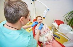 牙齿办公室,牙齿治疗,健康预防 免版税库存图片