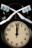 牙齿卫生学时间概念 预警黑色时钟 免版税库存照片
