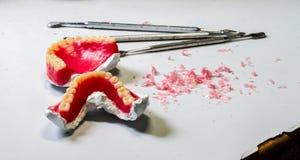 牙齿实验室 牙科技师工作场所桌  免版税库存照片