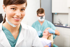 牙齿的助手 免版税库存照片
