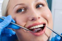牙齿的核对 库存图片