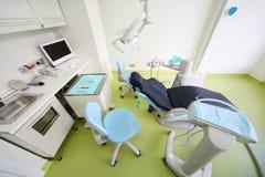 牙齿诊所。 患者的,与工具的表椅子 库存照片