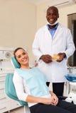 牙齿诊所的妇女 免版税库存照片