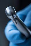 牙齿仪器 登塔高speedl涡轮 有手片断的牙齿金刚石圆筒bur 免版税图库摄影