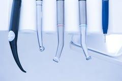 牙齿治疗工具 免版税库存照片