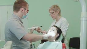 牙医对待牙 股票视频