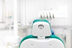 牙医工具,专业牙医椅子 库存图片