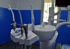 牙医椅子钻子工具 免版税库存图片