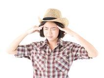 牛仔帽和格子花呢上衣的少妇 免版税库存照片