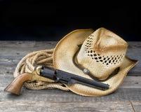 牛仔手枪和帽子 图库摄影