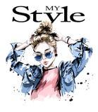 牛仔裤夹克的时尚妇女 太阳镜的时髦的美丽的少妇