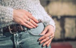 牛仔裤的女孩 图库摄影