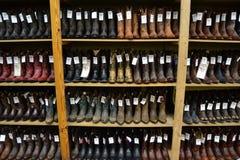 牛仔靴在一家德克萨斯的牛仔商店 免版税图库摄影