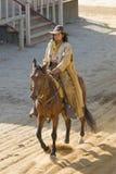 牛仔骑马城镇 免版税图库摄影