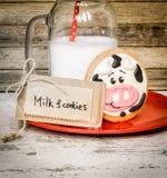 牛奶和婴孩曲奇饼 免版税图库摄影