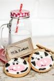 牛奶和婴孩曲奇饼 图库摄影