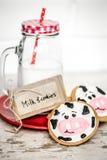 牛奶和婴孩曲奇饼 免版税库存图片