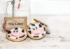 牛奶和婴孩曲奇饼 库存图片