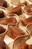 牛奶巧克力allsorts配件箱 库存图片