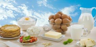 牛奶店薄煎饼产品 免版税库存图片