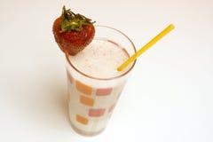 牛奶店饮料果子圆滑的人 免版税库存照片