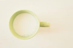 牛奶杯子 免版税库存照片