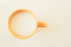 牛奶杯子 免版税库存图片