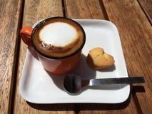 牛奶泡沫浓咖啡 库存照片