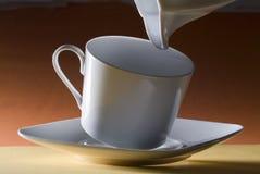 牛奶溢出了 免版税库存照片