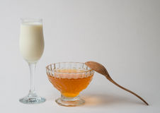 牛奶用蜂蜜 库存照片
