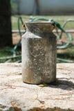 牛奶罐 免版税库存图片