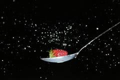 牛奶草莓 免版税库存图片