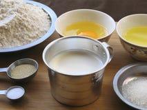 牛奶面包材料  免版税库存图片
