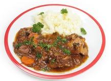 牛尾在白色的炖煮的食物正餐 免版税库存图片