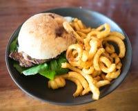 牛排和山葵蒜泥蛋黄酱汉堡 库存图片