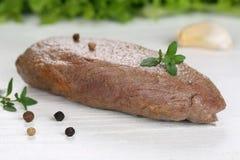 牛排在一个木板的肉餐 免版税图库摄影