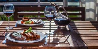 牛排晚餐用油炸物 免版税图库摄影