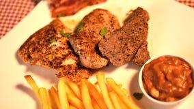 牛排猪肉用黑胡椒调味汁, 库存图片