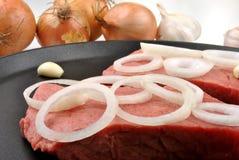 牛排肉用某棵有机葱 库存照片