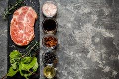 牛排肉用草本和香料 图库摄影