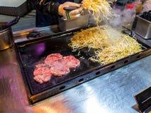 牛排辣传统韩国食物在地方市场上,街道食物最著名在韩国 免版税库存图片